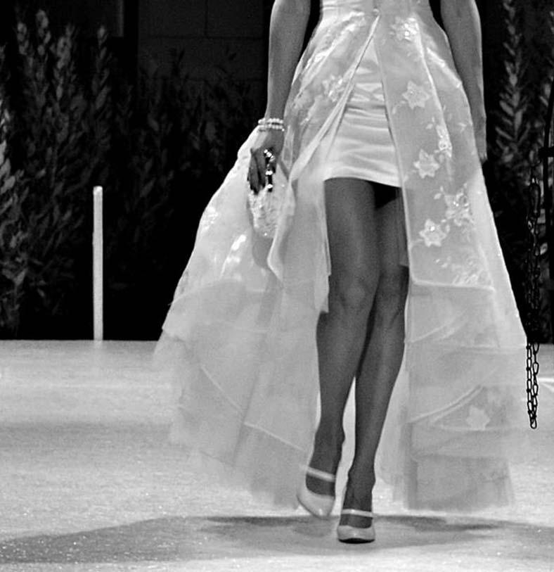 abito da sposa trasformabile gonna corta e lunga sfilata