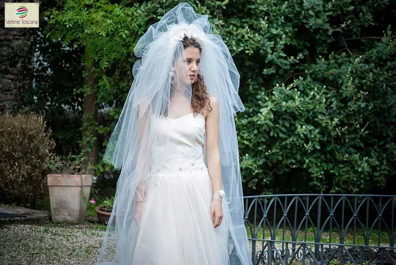 abito sposa con velo lungo
