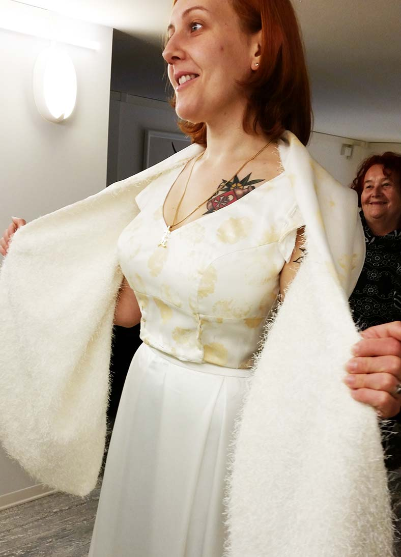 abito da sposa due pezzi top crop con scialle