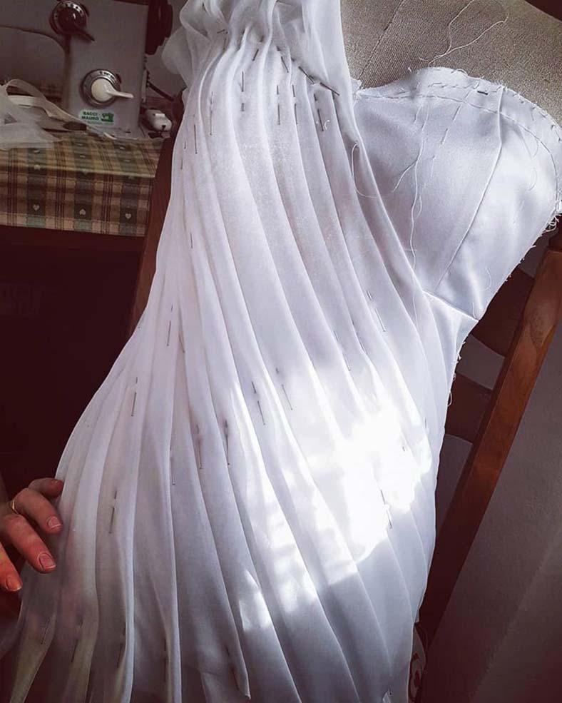 abito sposa scollatura asimmetrica