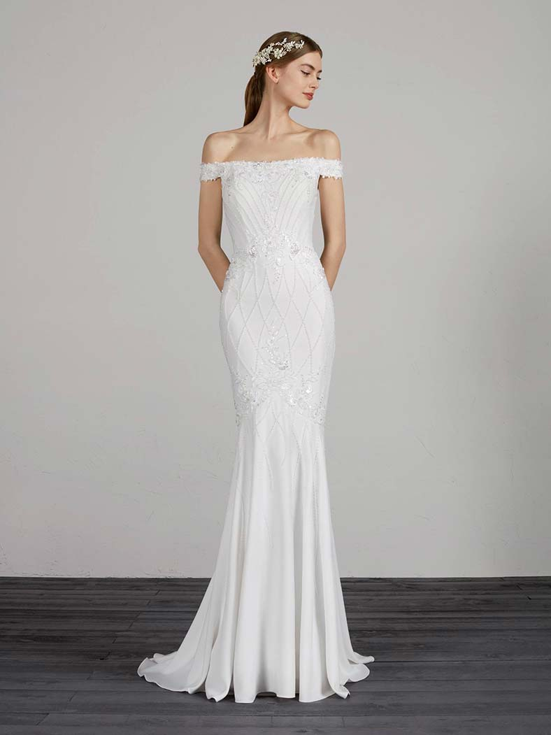 abito da sposa con scollo a barchetta