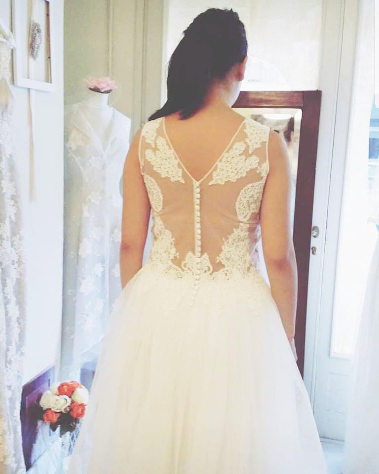 abiti da sposa schiena velata