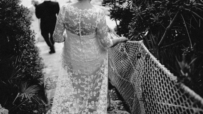 abiti da sposa schiena velata pizzo