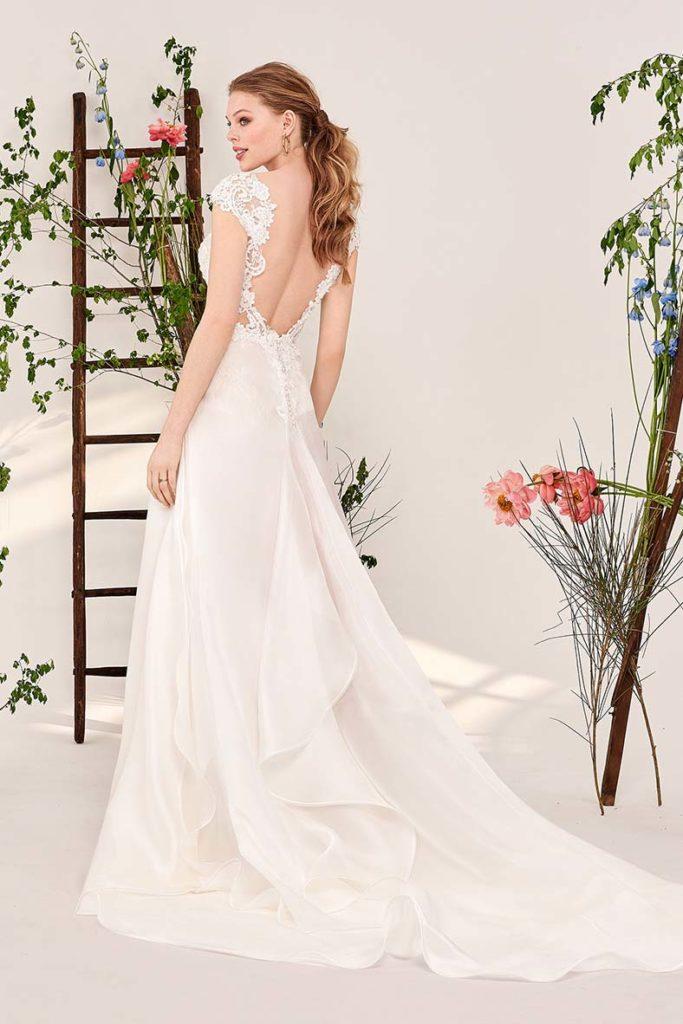 abiti da sposa con schiena nuda e pizzo