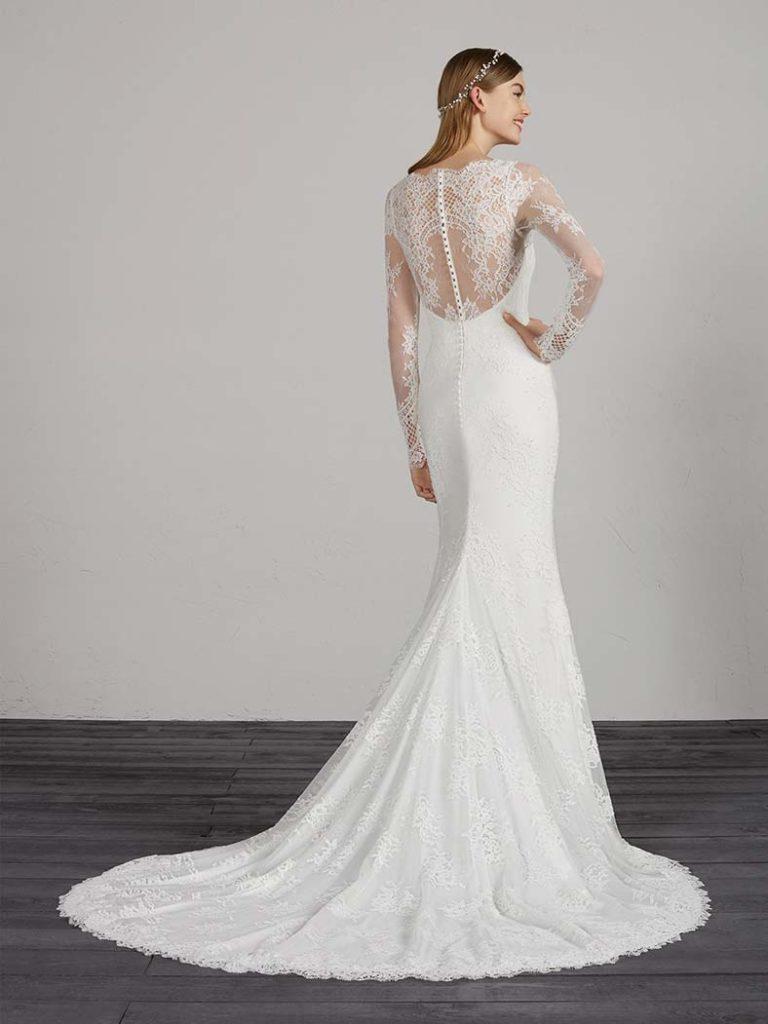 abito da sposa con schiena velata in pizzo