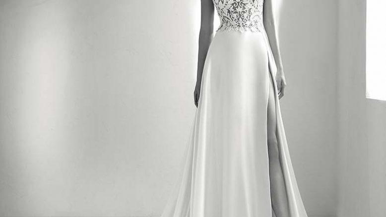 abito da sposa in raso con spacco