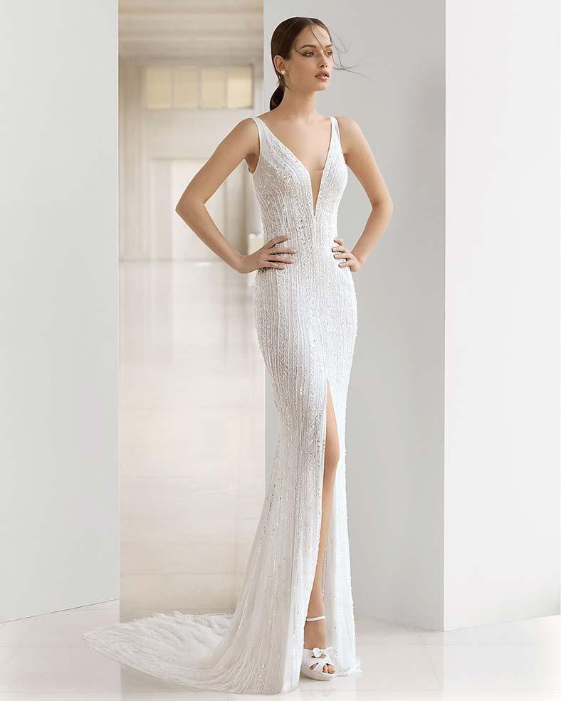 abito da sposa a sirena con spacco e strass