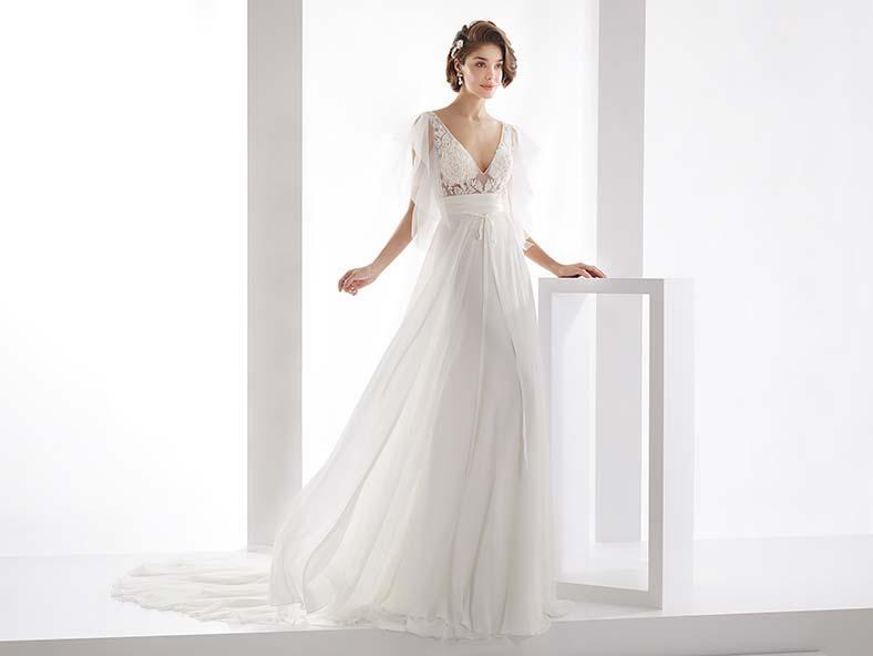 abito da sposa con maniche tre quarti in tulle
