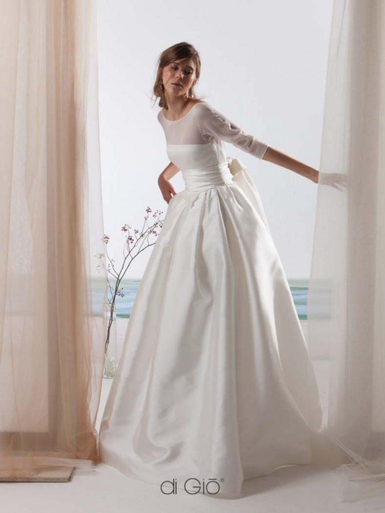 abito da sposa con maniche tre quarti in chiffon