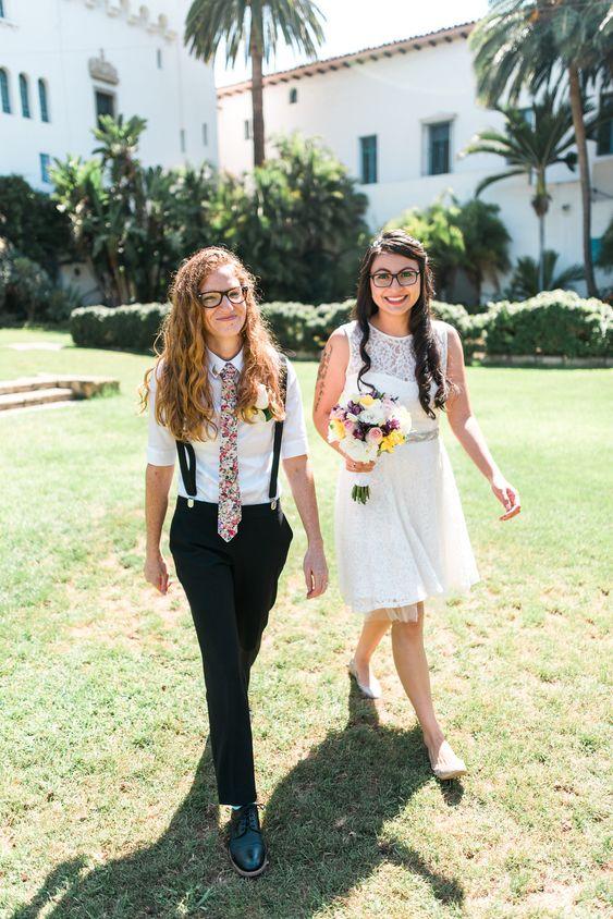 spose lesbiche con abiti informali